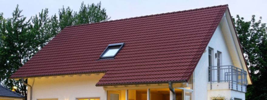 Hip Roof Vs. Gable Roof: Why Shape of Roof is So Important as a Discount Factor