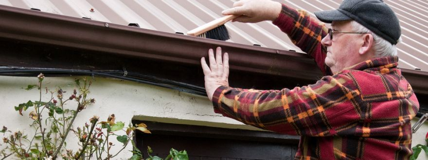 winter preparation tips for Texans like cleaning out gutters